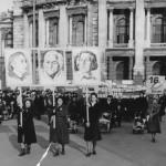 1950er Frauendemonstration für dem Wiener Burgtheater
