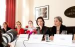 BMin Heinisch-Hosek und Plattform-Sprecherin Petra Unger